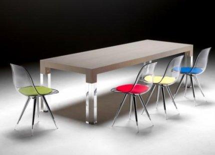 Stół Mies i przezroczyste krzesła Angel