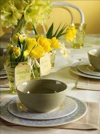 Stół, wiosenna dekoracja