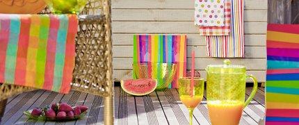 Piknik na tarasie, kolorowe dekoracje