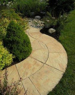Ścieżka wyglądająca jak wykonana z piaskowca